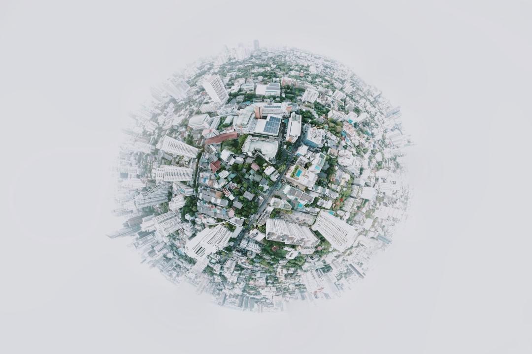 Kam spěje svět aneb drahé bydlení, potraviny a online svět