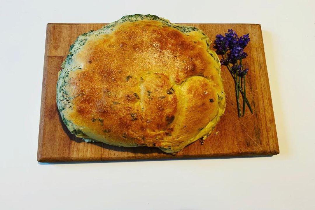 Slaný koláč s mozzarellou a koprem