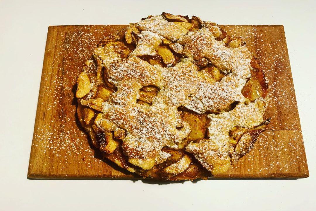 Jablečný koláč s džemem