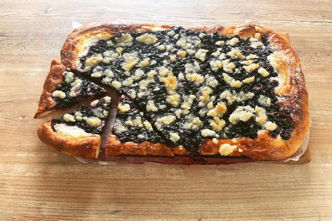 Kynutý borůvkový koláč s tvarohem