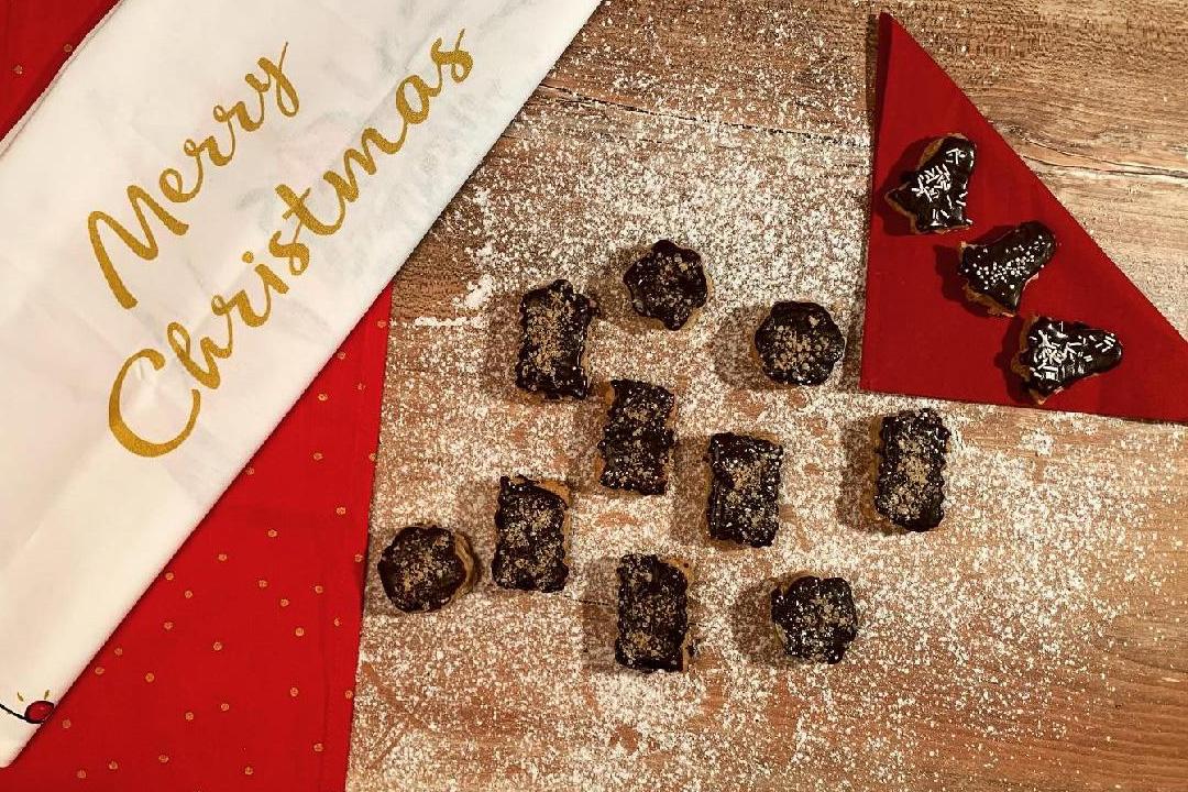 Skořicové s ořechovým krémem a čokoládou