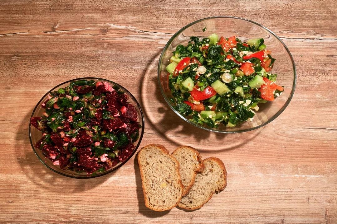 Podzimní salát s řepou, balkánským sýrem a dresinkem